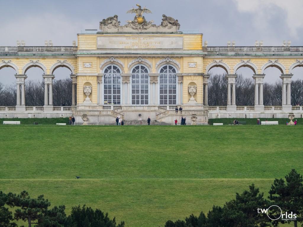 Schonbrunn Palace, 1/250s @ 45mm, f2.80s @ 210mm, f4.5